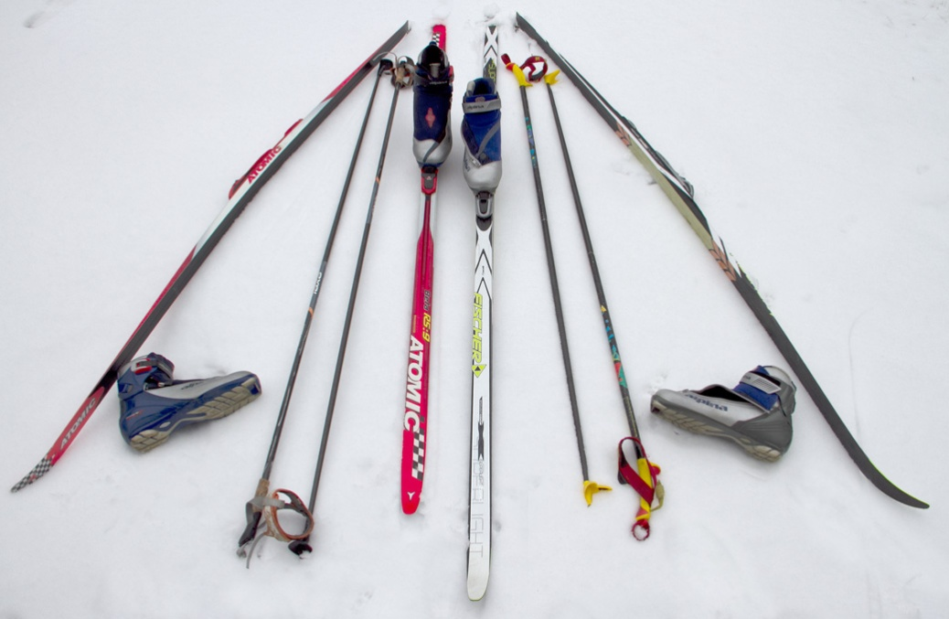 Cross-country_equipment--Skate_and_Classic